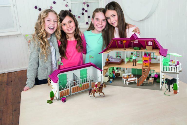 Schleich_Horse-Club_Großer-Pferdehof-mit-Wohnhaus-und-Stall